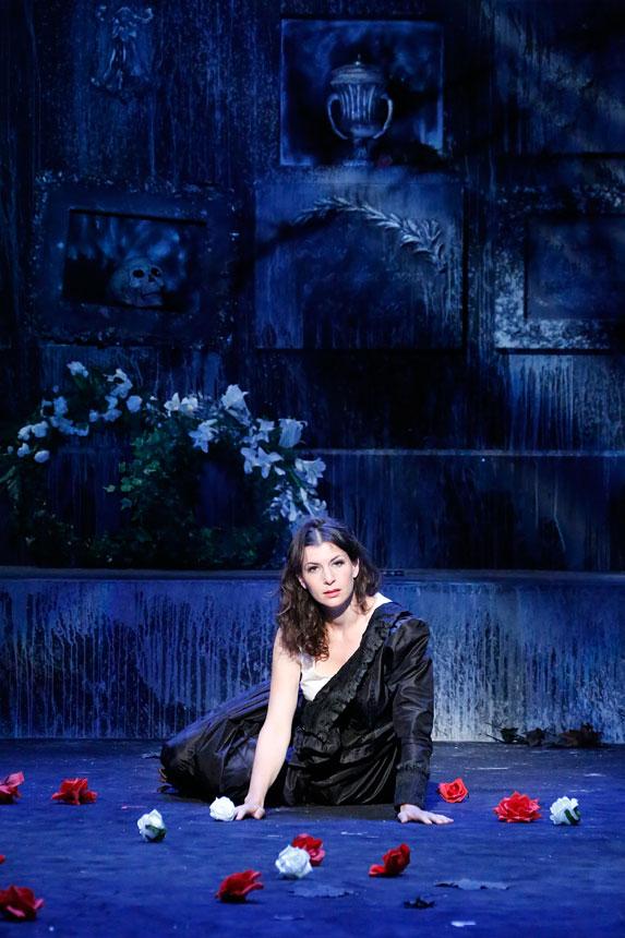 Bühnenfoto von der Oper Lucia di Lammermoor